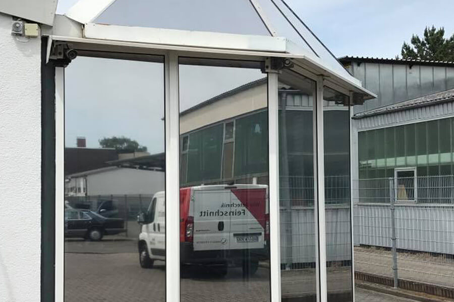 sonnenschutzfolie-spiegelfolien-3-werbetechnik-aschaffenburg-feinschnitt-stockstadt